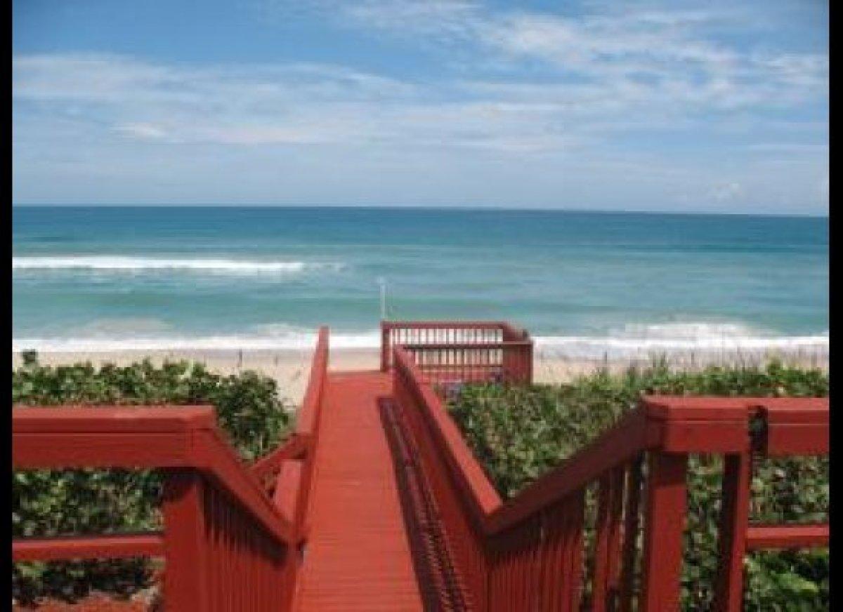 "<a href=""http://www.vacationrentals.com/vacation-rentals/florida/melbourne-beach.html"" target=""_hplink"">Melbourne Beach, FL</"