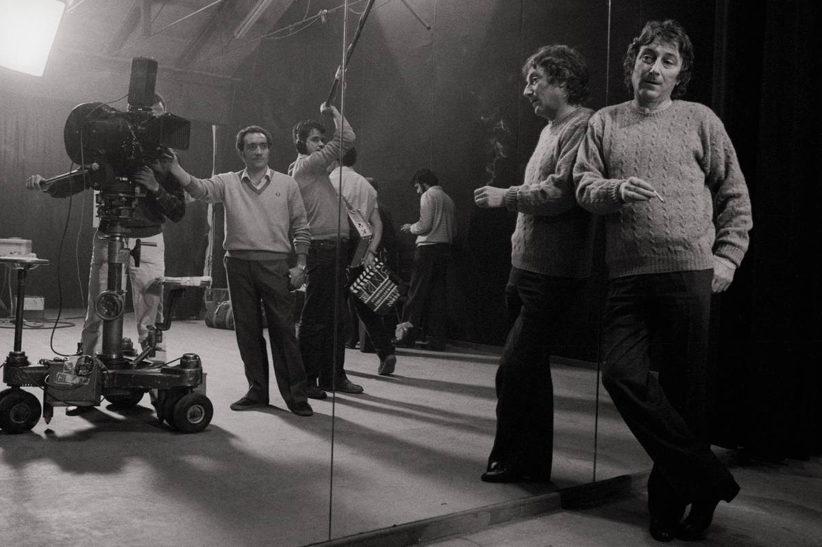 Elias Querejeta, film producer The producer with the technicians in a film set during the shooting of 'Feroz', a film of Manu