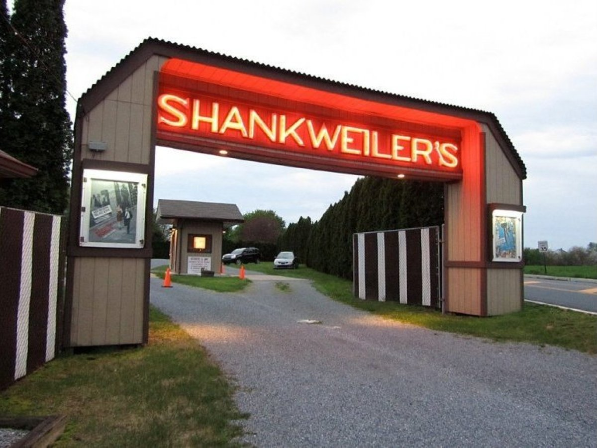 "<a href=""http://www.shankweilers.com/"" target=""_hplink"">SHANKWEILER'S DRIVE-IN THEATER</a>