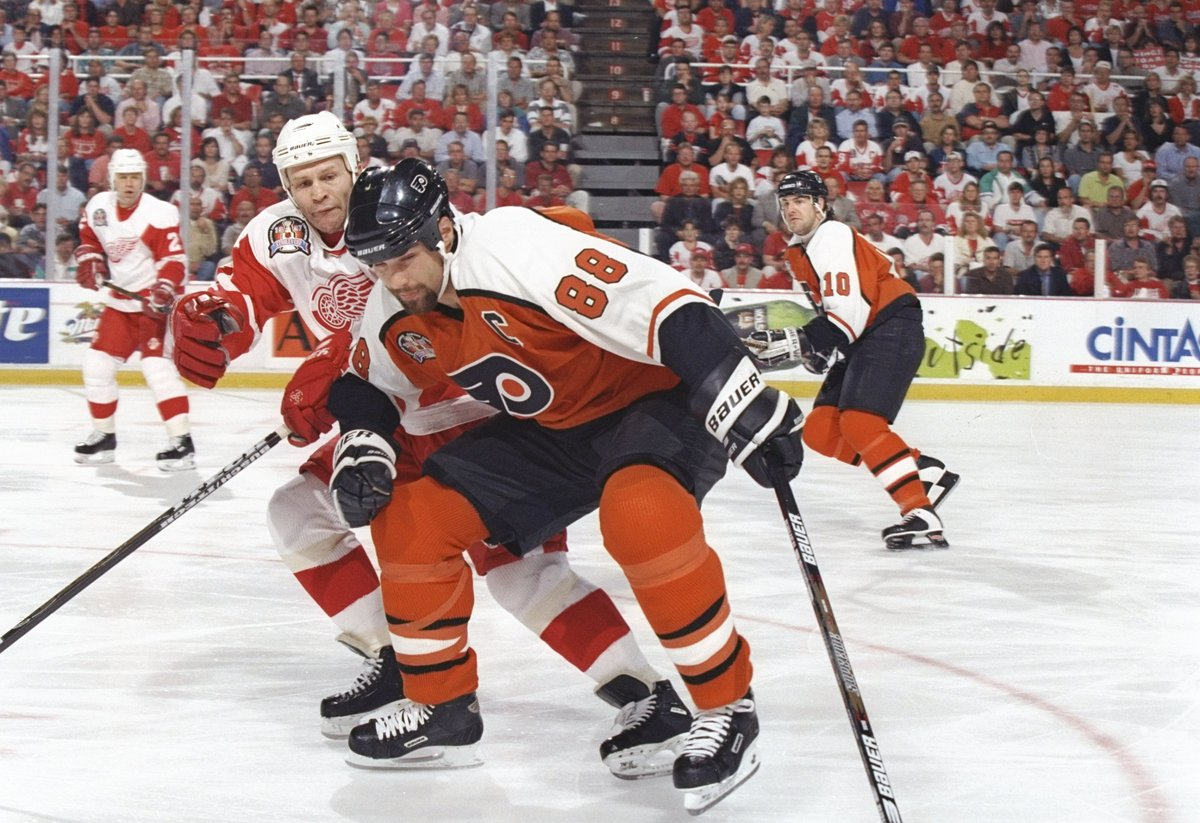"""<a href=""""http://www.hockey-reference.com/players/l/lindrer01.html"""" target=""""_blank"""">1992-2007</a> 6x All Star 1x Ted Lindsay A"""