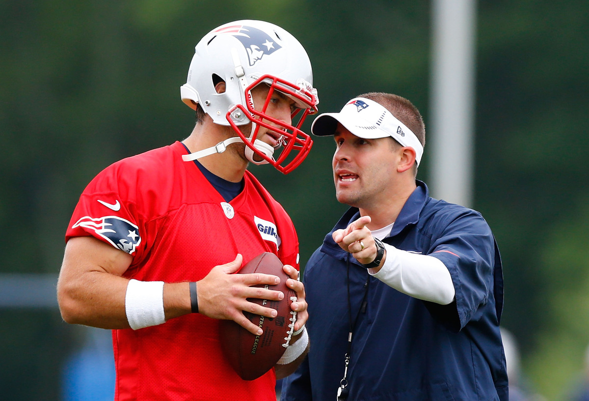 FOXBORO, MA - JUNE 11: Tim Tebow #5 (L) of the New England Patriots talks with offensive coordinator and quarterbacks coach J