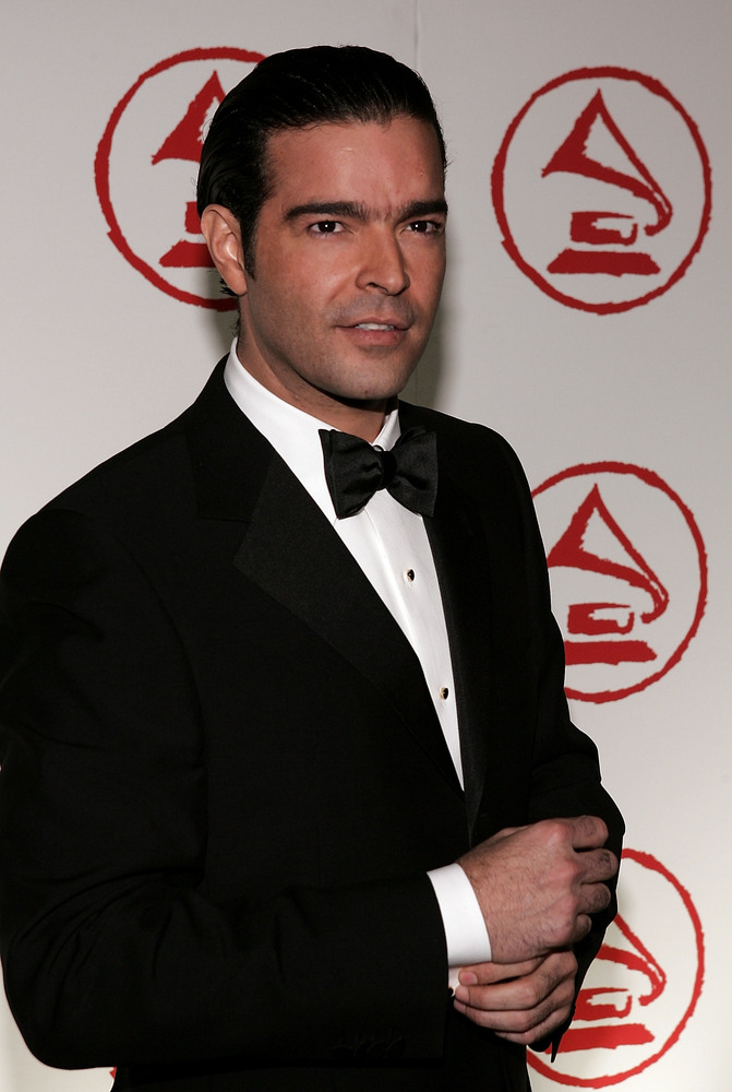 BEVERLY HILLS, CA - NOVEMBER 01:  Singer Pablo Montero arrives at the 2005 Latin Recording Academy Person of the Year tribute