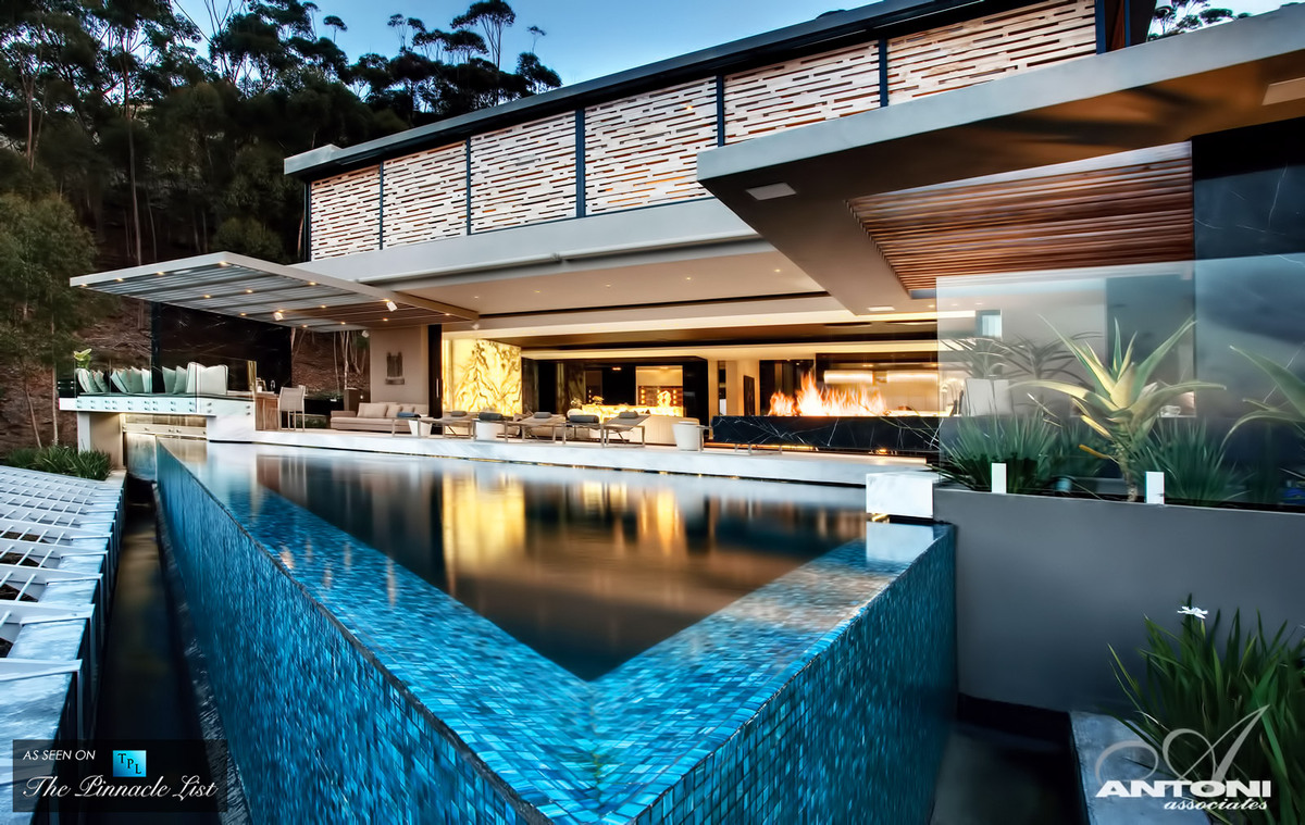 """For more luxury homes, head over to <a href=""""http://www.thepinnaclelist.com"""" target=""""_blank"""">The Pinnacle List</a>."""