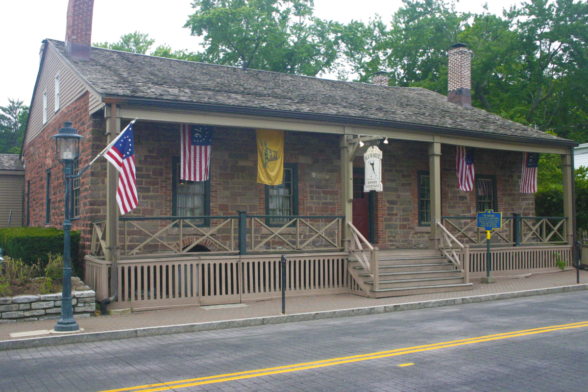 "<a href=""http://www.76house.com/"" target=""_hplink""> The oldest bar in the country</a> was built by Dutch immigrants in 1668 a"