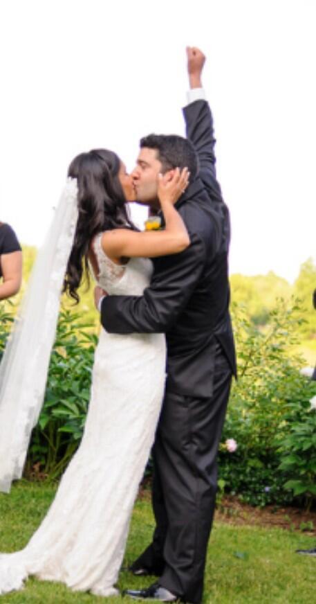 "@reginarafael: ""Someone captured this awesome moment at my wedding."""