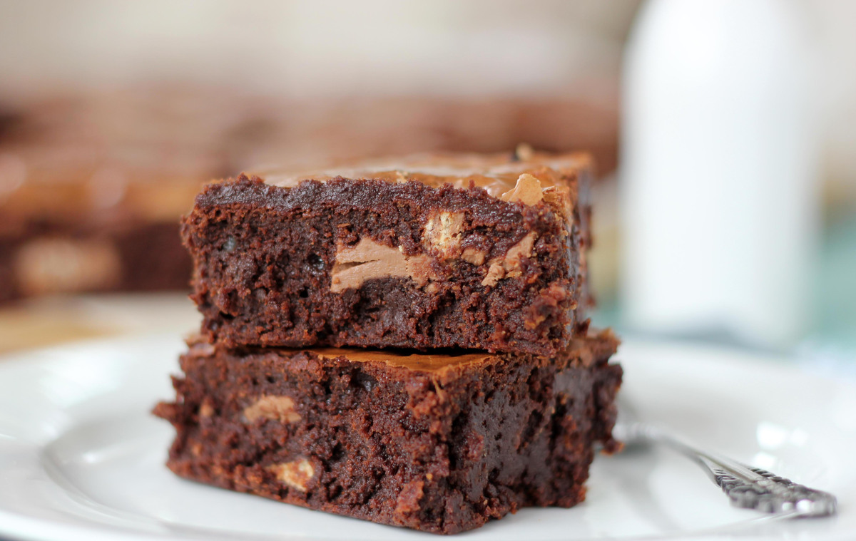 "<strong>Get the <a href=""http://www.butterbaking.com/2013/02/17/kit-kat-chunk-brownies/"" target=""_blank"">Kit Kat Chunk Browni"