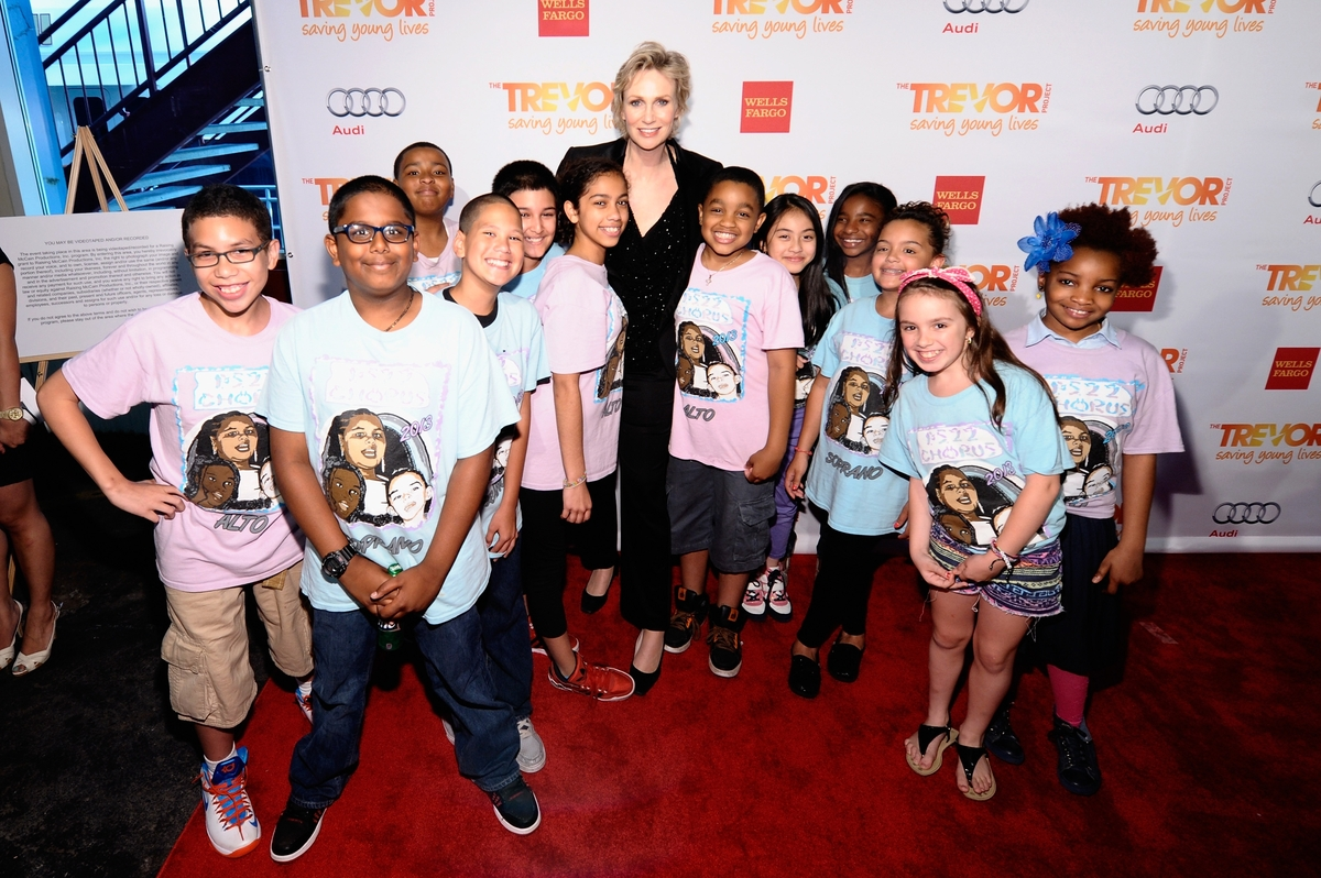Jane Lynch poses with the PS 22 Chorus