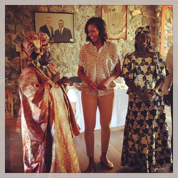 Meeting local artists on Goree Island. #FLOTUSinAfrica (@michelleobama)