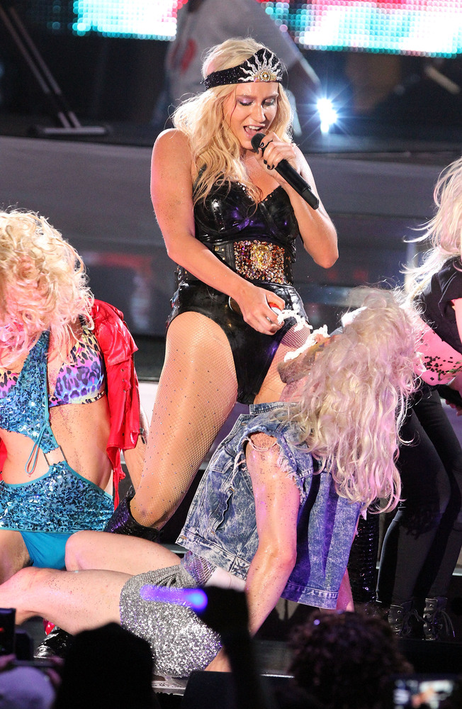 MIAMI BEACH, FL - JUNE 29:  Ke$ha performs live at the iHeartRadio Ultimate Pool Party Presented by VISIT FLORIDA at Fontaine