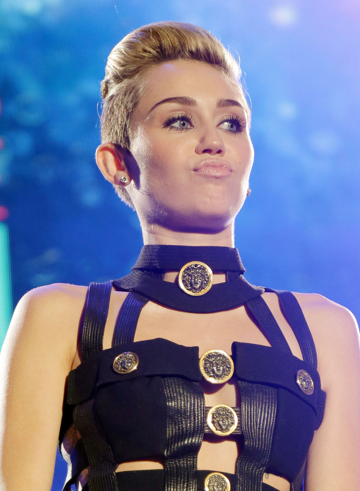 MIAMI BEACH, FL - JUNE 29: Miley Cyrus performs at the iHeartRadio Ultimate Pool Party Presented By VISIT FLORIDA at Fontaine