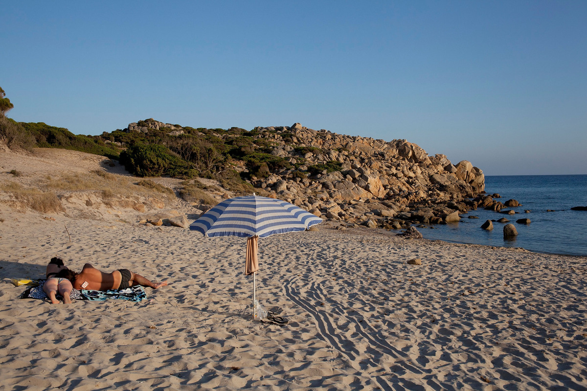 People on the beach of Chia, province of Cagliari, Italy.  (Photo by Massimo Di Nonno/Getty Images)