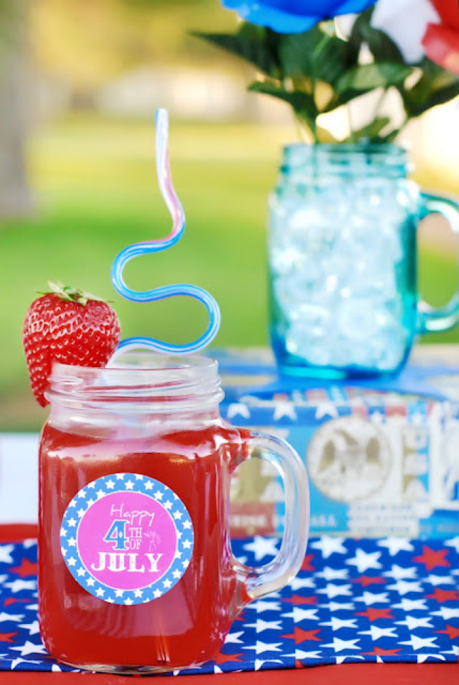 """These adorable <a href=""""http://www.bystephanielynn.com/2011/06/celebrating-4th-of-july-on-budget.html"""" target=""""_hplink"""">medal"""