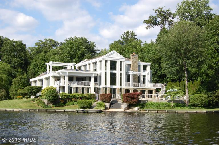 This is one striking 6 bedroom, 6 bath home -- and no wonder; it was designed by Charles Goodman, the architect of National A