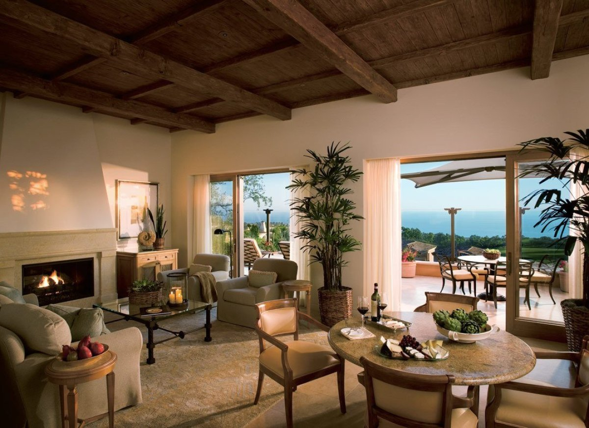 "This lavish and well-managed <a href=""http://www.andrewharper.com/hotels/resort-pelican-hill"" target=""_hplink""><strong>resort"