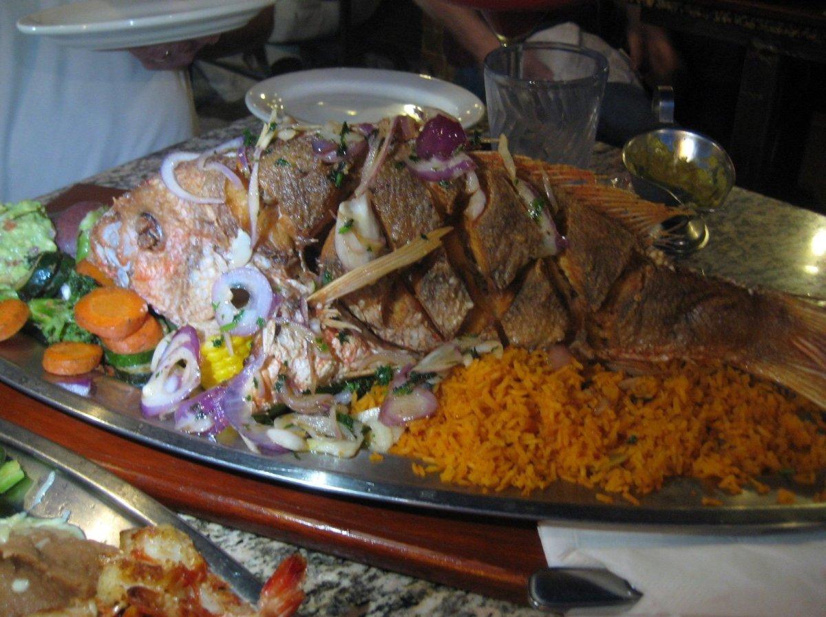 "It's hard to miss the <a href=""http://www.menuism.com/restaurants/el-barco-mariscos-chicago-394399"" target=""_hplink"">big sign"
