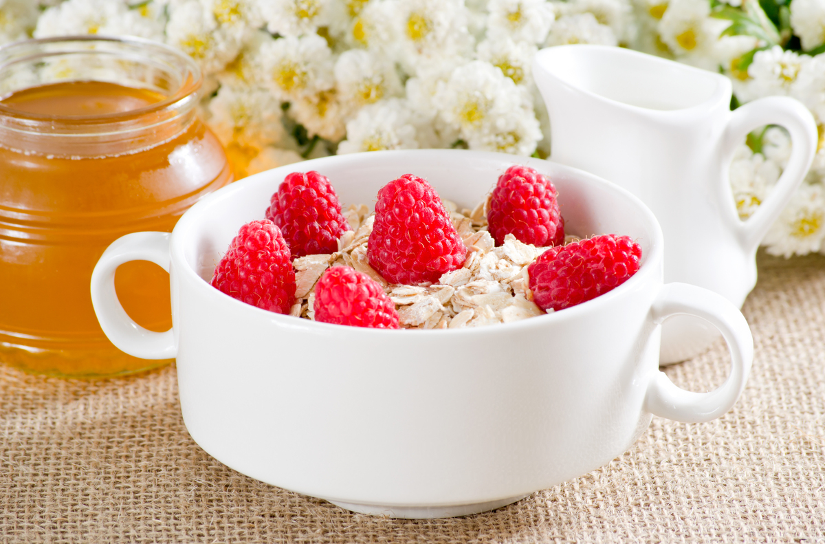 """Studies show that the <a href=""""http://www.ncbi.nlm.nih.gov/pubmed/21631511"""" target=""""_blank"""">oat fibers in oatmeal mix with ch"""