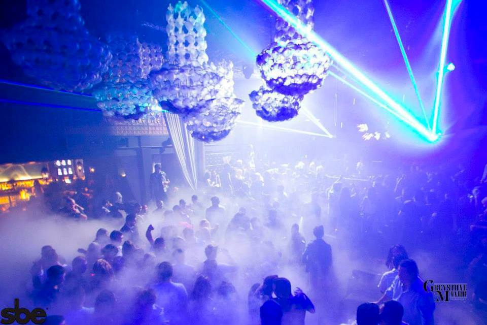 """The best <a href=""""http://www.partyearth.com/los-angeles/clubs/"""" target=""""_hplink"""">clubs in Los Angeles</a> are sure to have li"""