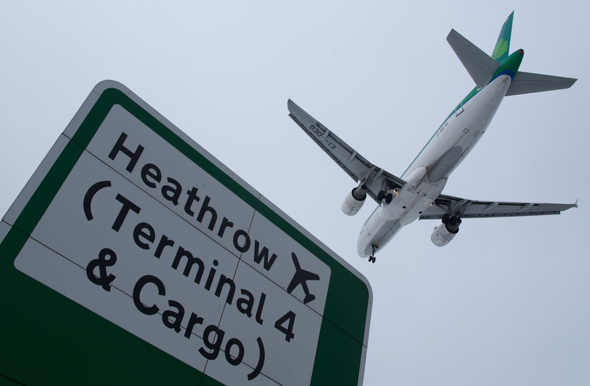 A plane flies in to land at Heathrow airport in west London on January 21, 2013 after the airport announced further flight ca