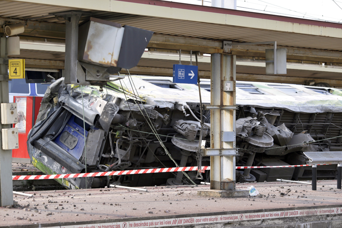 A picture shows a derailed wagon on the site of a train accident in the railway station of Bretigny-sur-Orge on July 12, 2013
