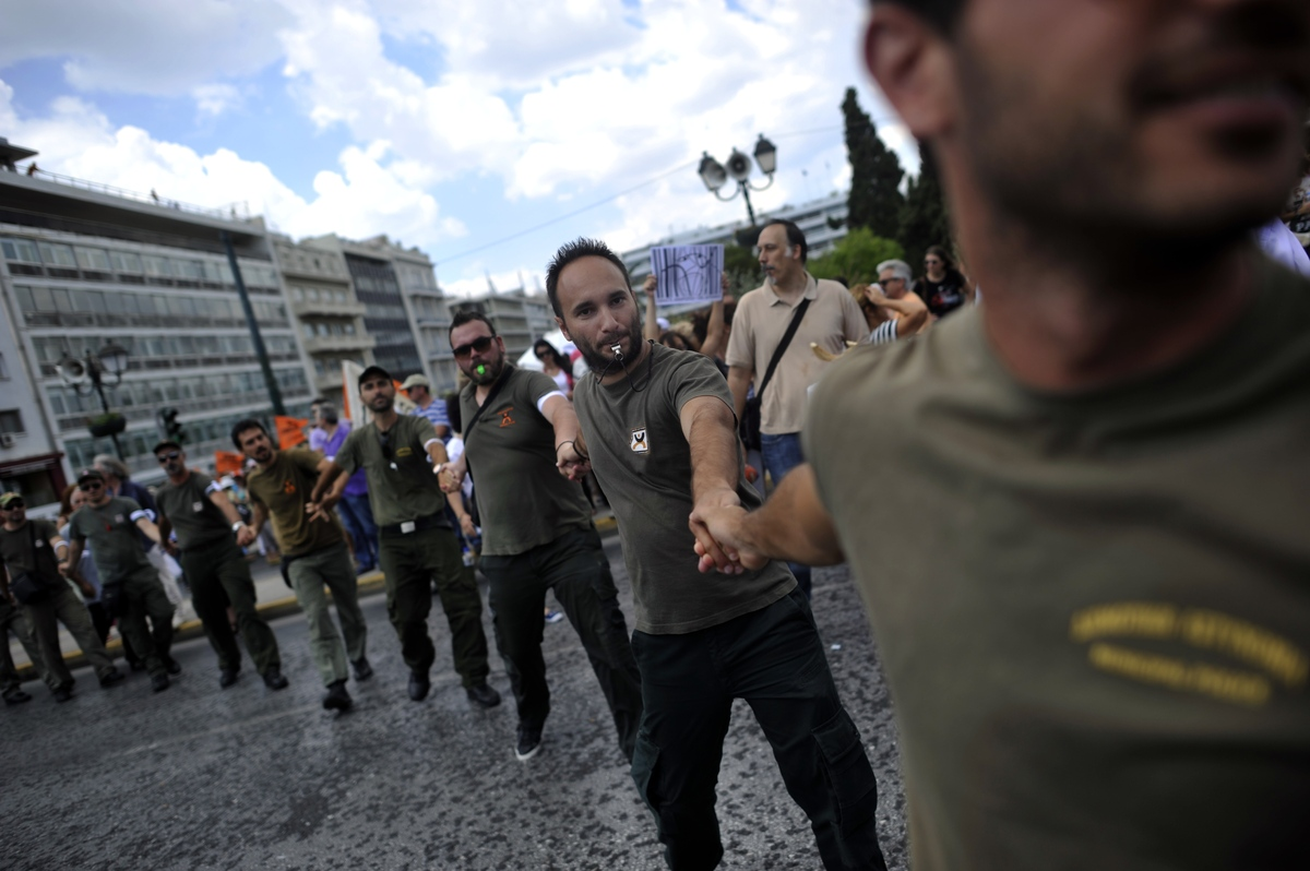 Municipal police members demonstrate on July 16, 2013 in front of the parliament during a general strike in Athens. (ARIS MES
