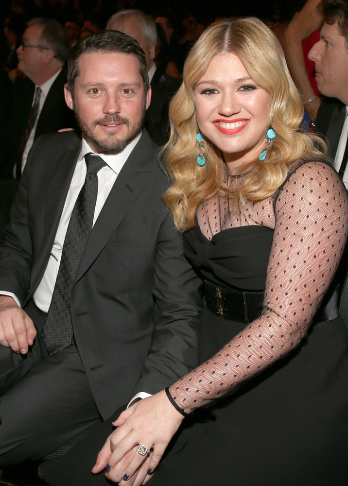 "Kelly Clarkson realized her <a href=""http://stylenews.peoplestylewatch.com/2012/12/16/kelly-clarkson-engagement-ring/"" target"
