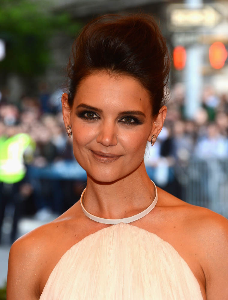 """Katie Holmes <a href=""""http://www.dailymail.co.uk/tvshowbiz/article-2021849/Katie-Holmes-scared-raccoons-opens-lifelong-fear-J"""