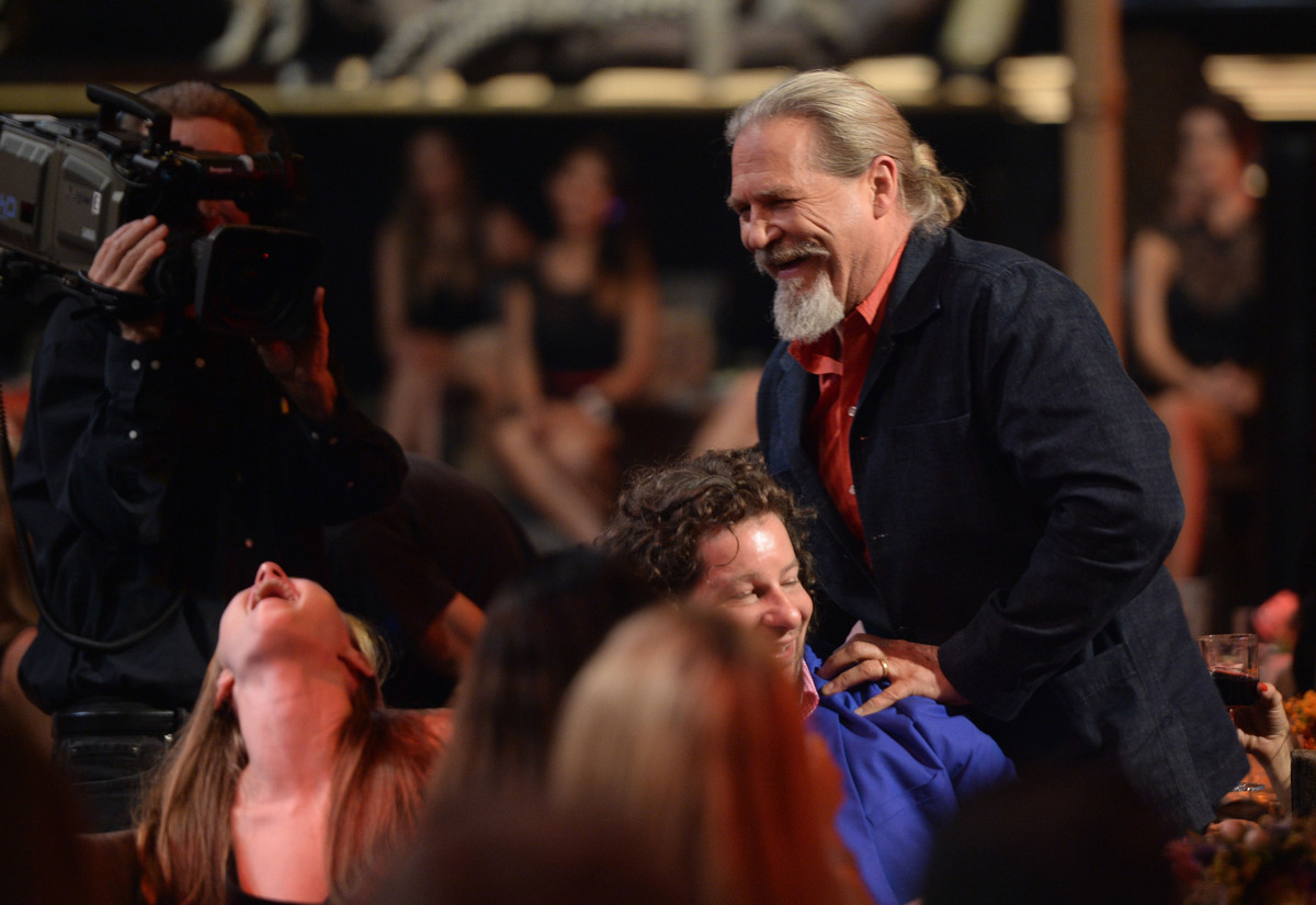 CULVER CITY, CA - JUNE 08:  Actor Jeff Bridges walks onstage during Spike TV's Guys Choice 2013 at Sony Pictures Studios on J