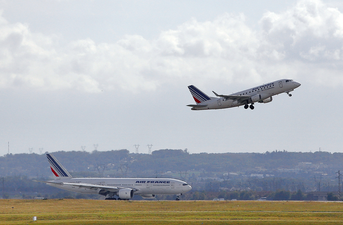 """イギリスの研究者は、気候変動が原因となり、大西洋を横断する飛行機に影響を与える乱気流が、2050年までに<a href=""""http://www.bbc.co.uk/news/science-environment-22076055"""" target="""""""