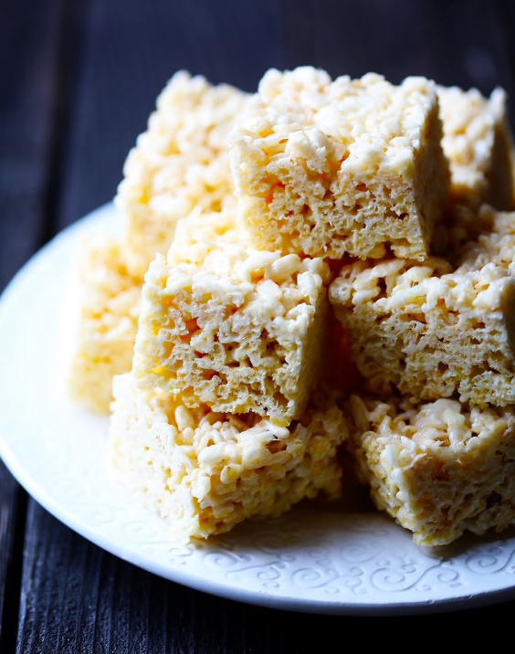 "<strong>Get the <a href=""http://www.gimmesomeoven.com/coconut-oil-rice-krispie-treats/"" target=""_blank"">Coconut Oil Rice Kris"