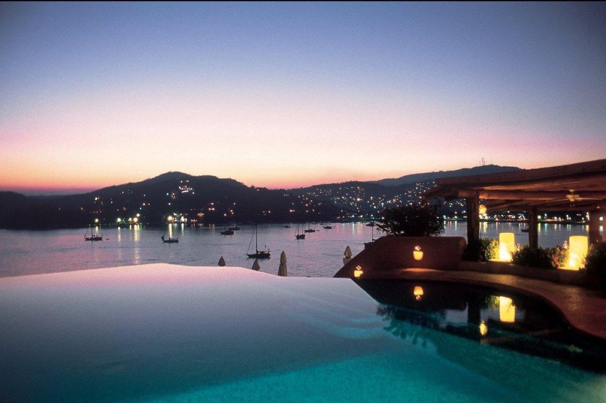 """The pool at <a href=""""http://www.andrewharper.com/hotels/la-casa-que-canta """" target=""""_hplink""""><strong>La Casa Que Canta</stron"""