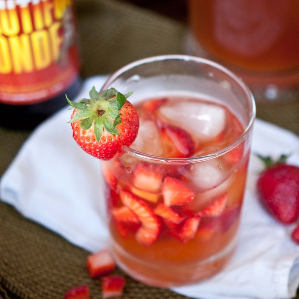 "<strong>Get the <a href=""http://thebeeroness.com/2012/05/15/strawberry-beer-lemonade/"" target=""_blank"">Strawberry Beer Lemona"