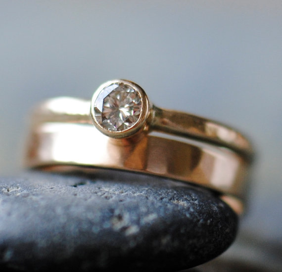 """This hammered gold bezel setting has a modern, organic vibe we love.  <a href=""""http://lover.ly/explore/decor?q=gold&utm_s"""