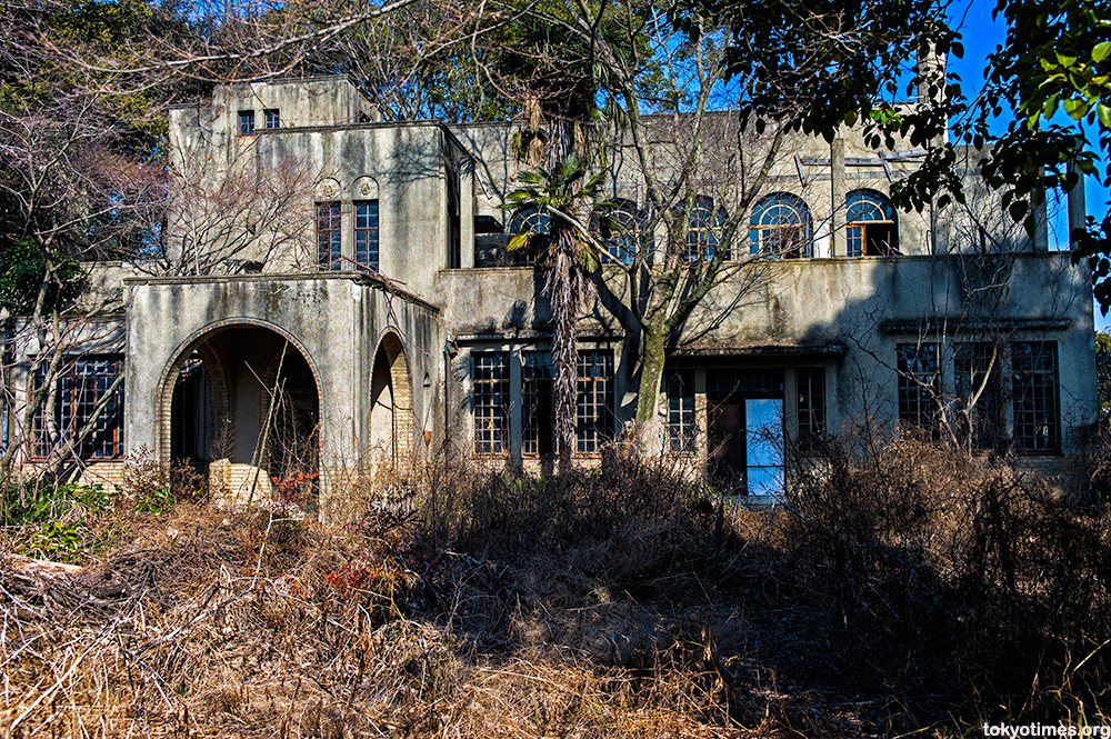 "Abandoned Tokyo House (<a href=""http://www.wordpress.tokyotimes.org/?p=9123"">Lee Chapman</a>)"