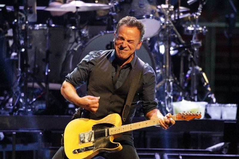"""Have you ever noticed how Bruce Springsteen <a href=""""http://goofyfacebruce.tumblr.com/"""" target=""""_blank"""">makes a lot of goofy"""