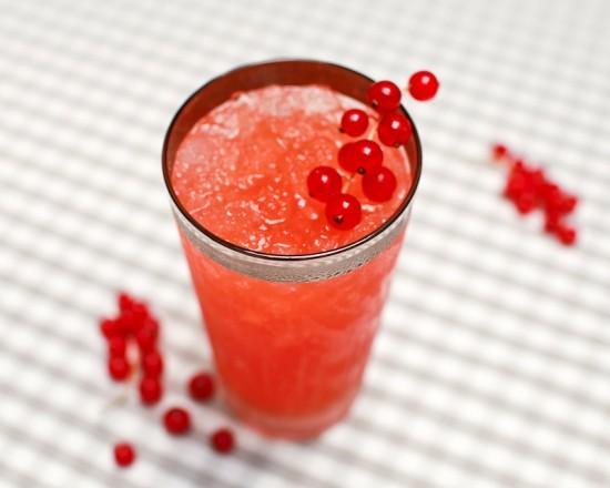 "<strong>Get the <a href=""http://ohsobeautifulpaper.com/2012/08/cocktail-fridays-st-germain-blood-orange-brunch-cocktail/"" tar"