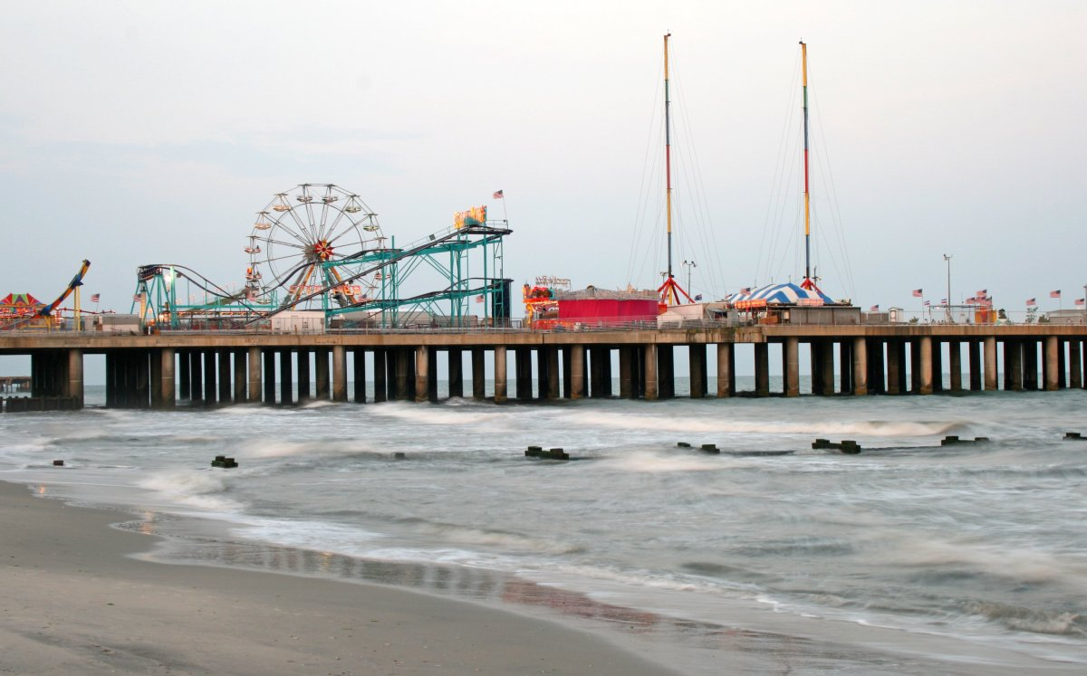 """<a href=""""www.trivago.com/atlantic-city-34757/hotel"""">#10 Atlantic City, NJ</a></em>Source: © Gary - Fotolia.com</em>"""