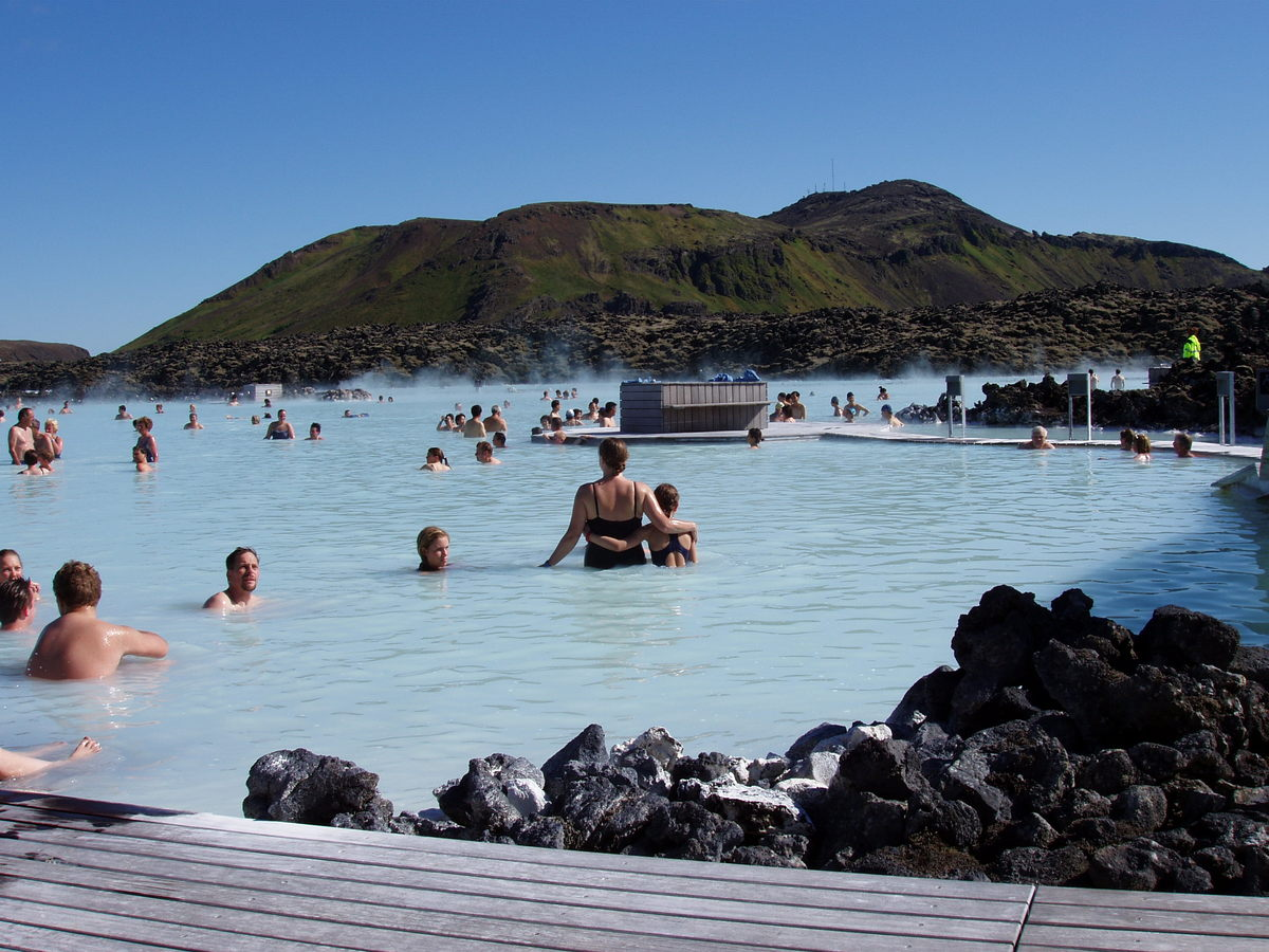 Located in a lava field in Grindavík, the Blue Lagoon has warm waters averaging temperatures of 37-39°C and is rich in minera
