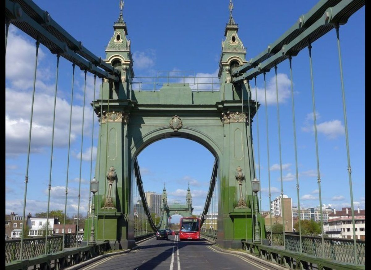 <strong>HAMMERSMITH BRIDGE</strong>
