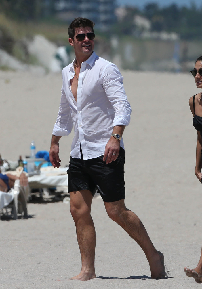 Robin Thicke enjoyed a day on the beach with his son Julian on Aug. 29 in Miami, Fla.