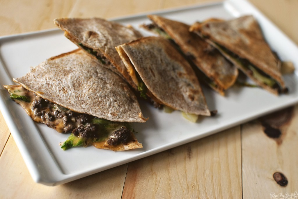 "<strong>Get the <a href=""http://passthesushi.com/quick-dinner-fixins-cheeseburger-quesadillas/"" target=""_blank"">Cheeseburger"