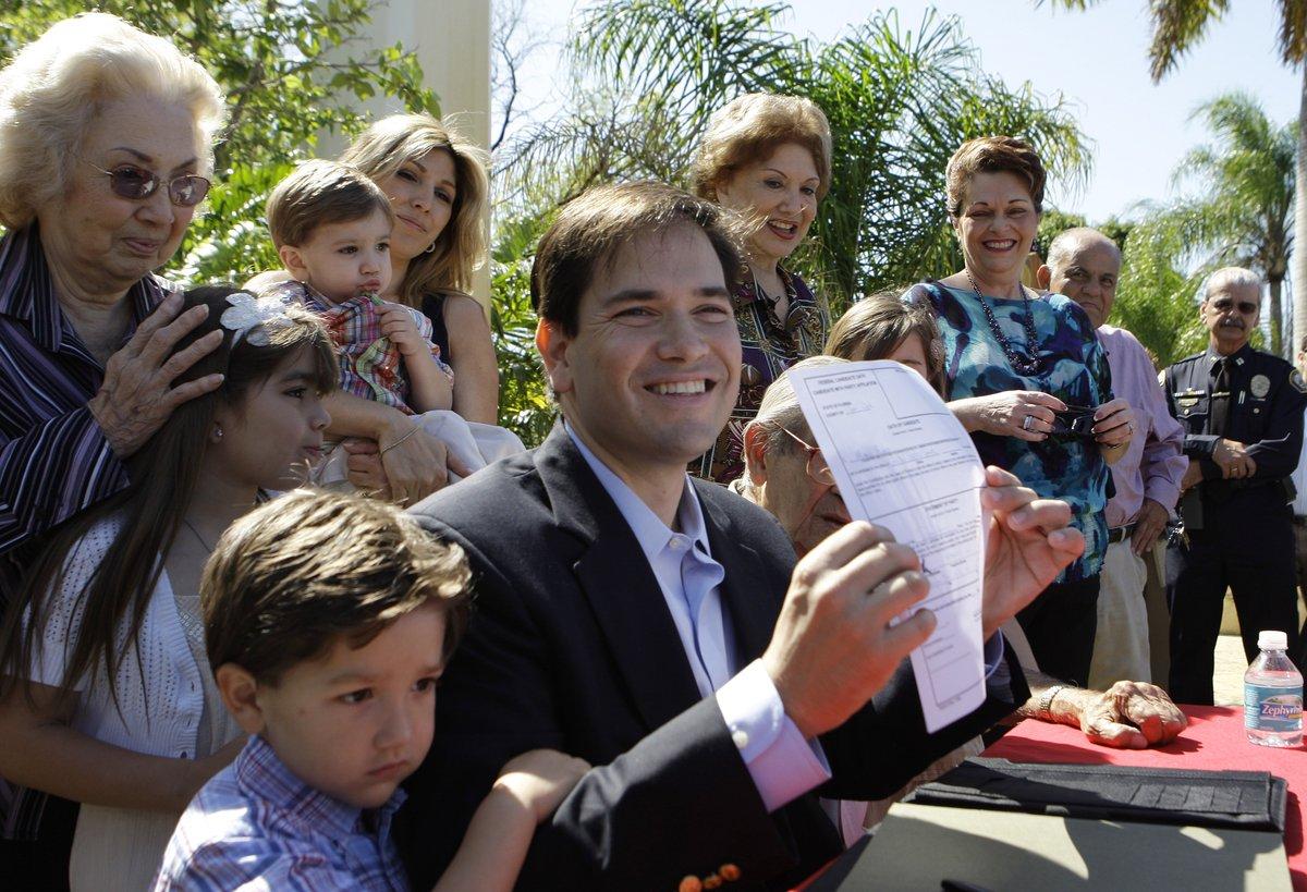De izquierda a derecha: su hijo Anthony, la madre Oria, la hija Daniella, su esposa Jeanette, y el niño más pequeño Dominick.