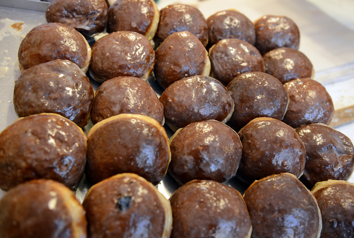This 'Polish doughnut' is traditionally eaten on Fat Thursday in Poland and Fat Tuesday in the U.S, and is usually filled wit
