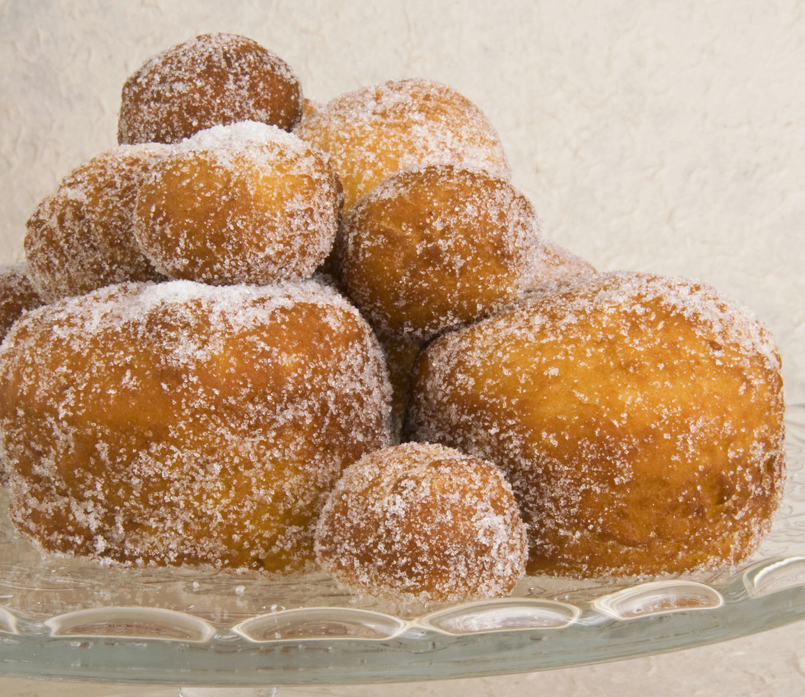 These Croatian doughnuts are made with rum.