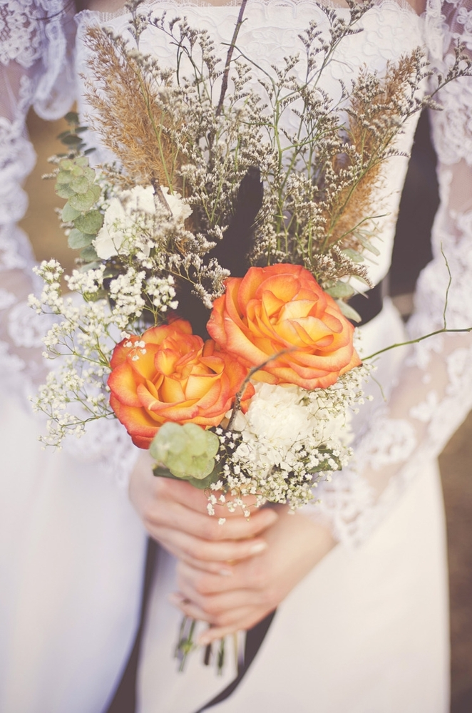 Rustic shades of orange paired with summery hues, like tangerine, make for the perfect transitional bouquet.  Photo by: <a hr