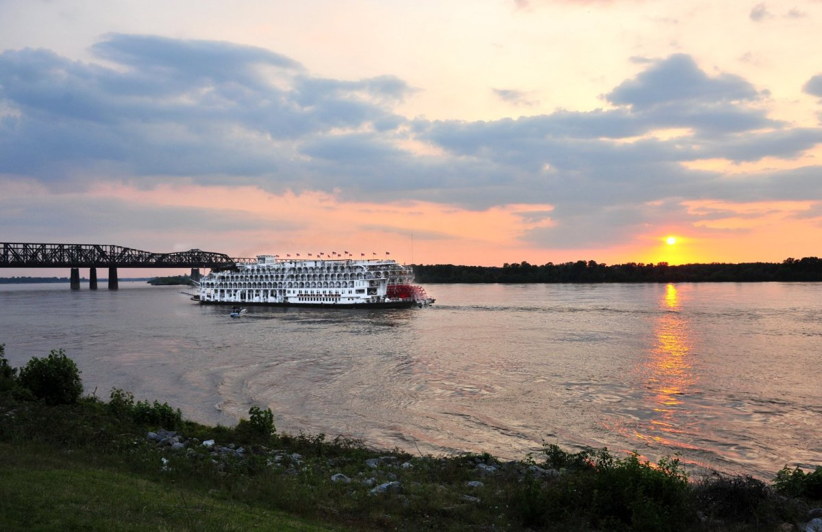 Photo by Andrea Zucker. Copyright © Memphis Convention & Visitors Bureau 2011 All Rights Reserved. The American Queen is the