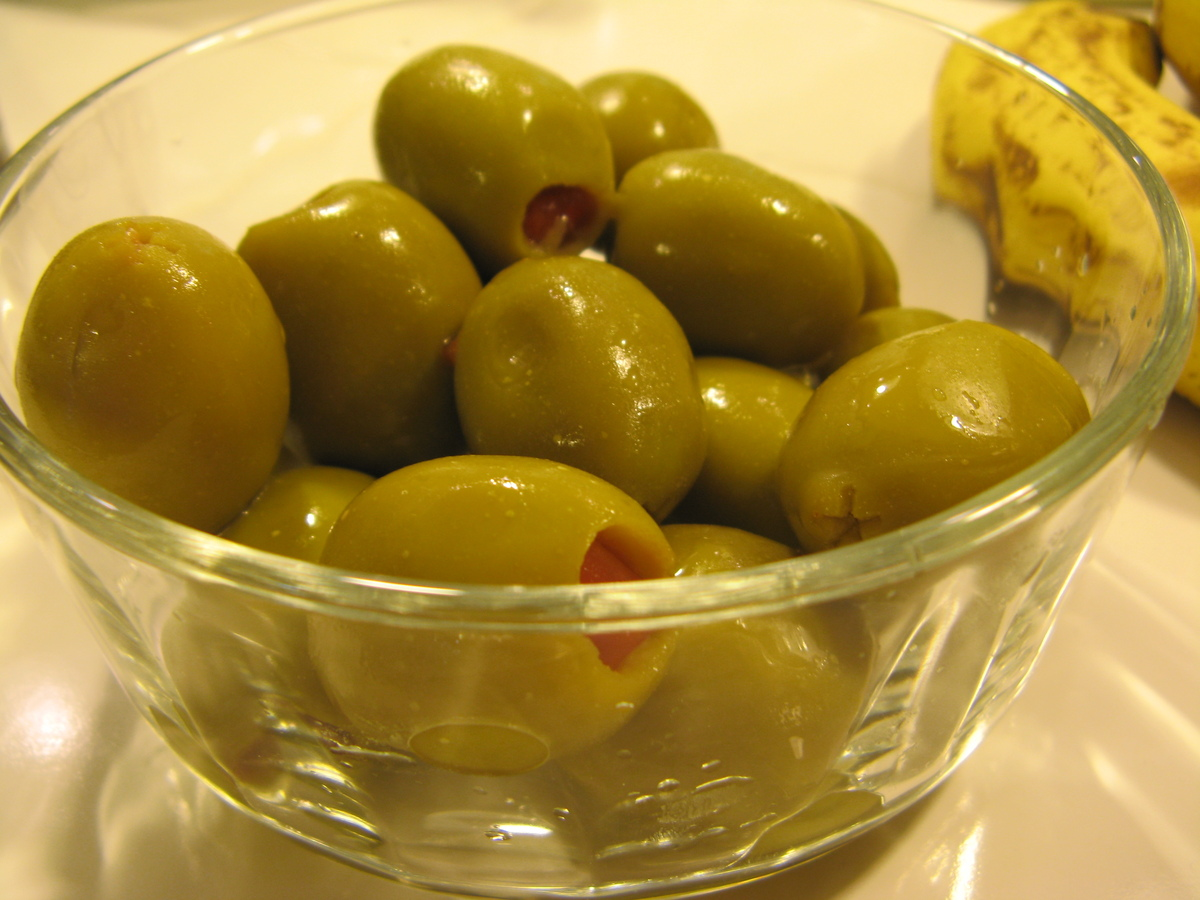 1 ounce bocconcini (fresh mozzarella balls) threaded onto a skewer with 8 large olives: 110 calories