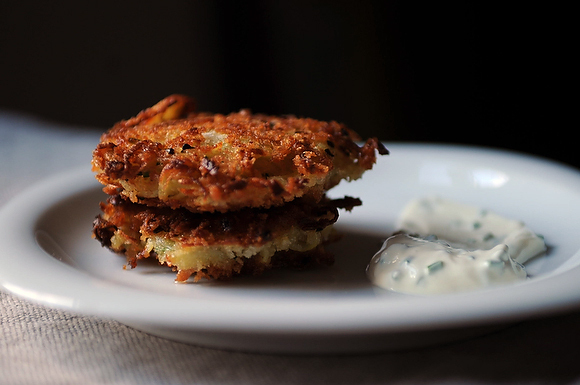 "<strong>Get the <a href=""http://food52.com/recipes/7968-golden-panko-latkes-with-sour-cream-and-chives"" target=""_blank"">Golde"