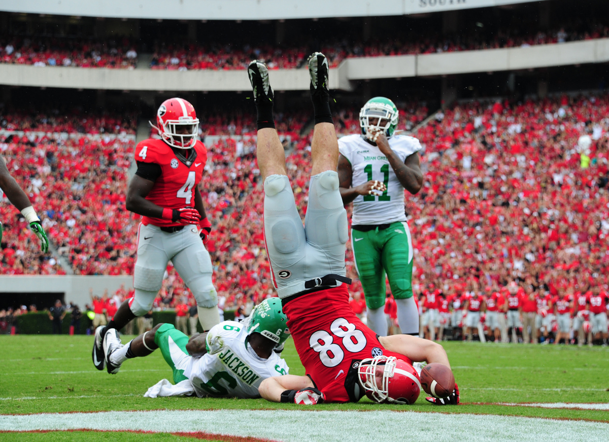 ATHENS, GA - SEPTEMBER 21: Arthur Lynch #88 of the Georgia Bulldogs makes a catch for a 2nd quarter touchdown against the Nor