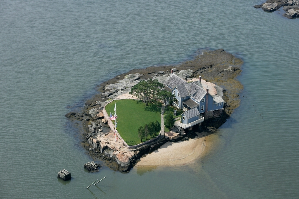 """<a href=""""http://www.williampitt.com/eng/sales/detail/205-l-656-4426226/belden-island-branford-ct-06405"""">Belden Island</a>"""