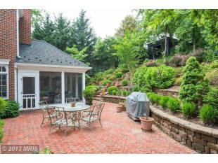 This home at 2424 N Edgewood St., Arlington, Va., is listed for $2,475,000. It's got five bedrooms, six baths and sits on .41